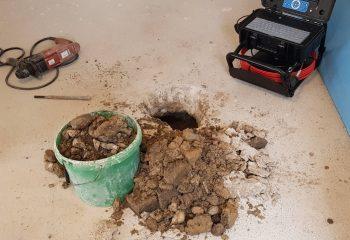 únik vody na prípojke pod obývačkou 1